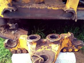 Ремонт каретки экскаватора-погрузчика Caterpillar 422E