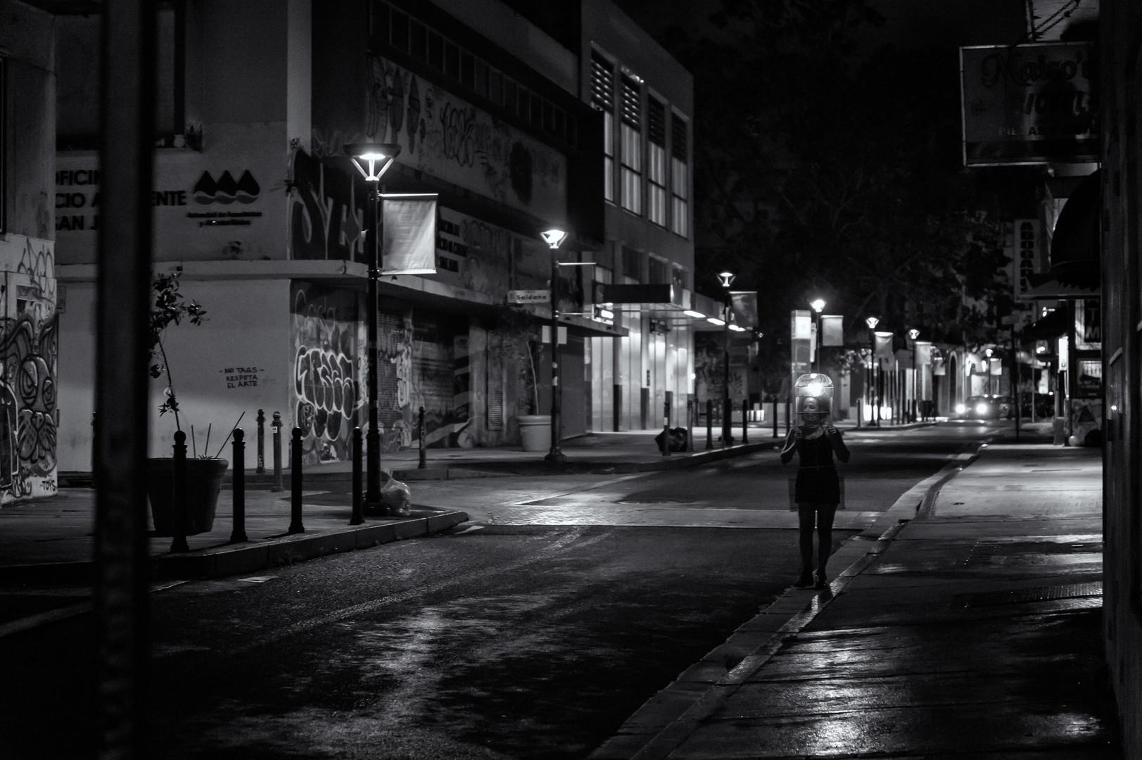 """""""Privada"""", caminando en la calle"""