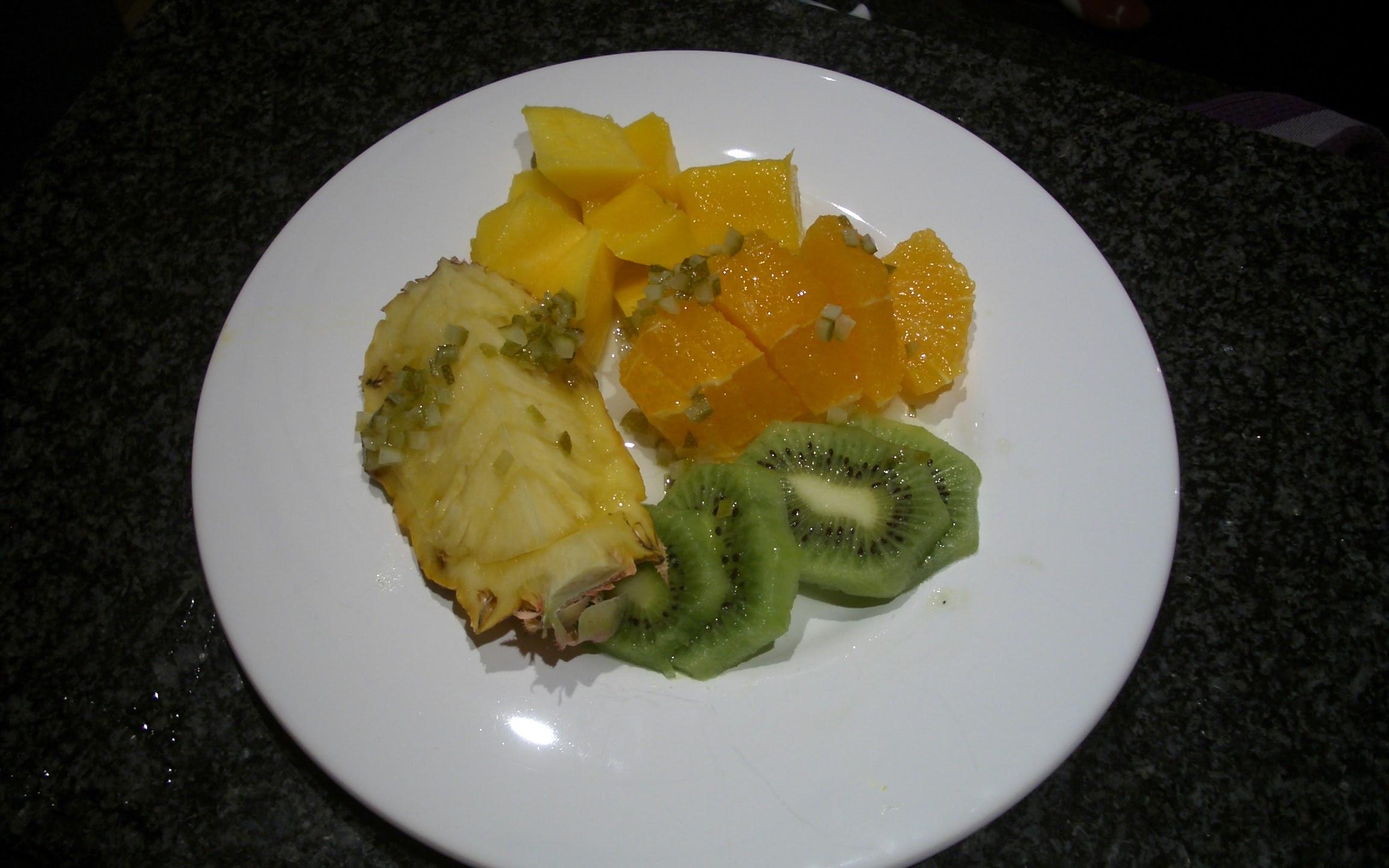 Exotische Früchte auf Limonensauce