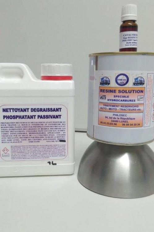 Kit de traitement des réservoirs avec dérouillant