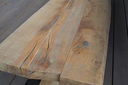 Masivní stůl s patinou