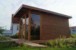 Venkovní sauna v moderním designu s plochou střechou Praha