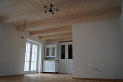 Nový trámový dřevěný strop