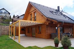 Zastínění dřevěné terasy-typová dřevěná moderní pergola s baldachýnem Náchod