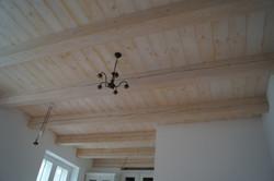 Rustikální trámový strop