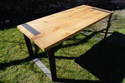 Stůl ocelové pásky