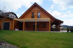 Moderní zastínění terasy látkovým baldachýnem - zastínění látkovou plachtou na dřevěné pergole Nácho