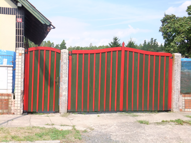 Celodřevěná vrata Kolín