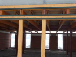 Pohled nosnou konstrukcí dřevostavby