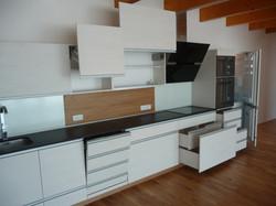 Kuchyně bílá strukturovaná