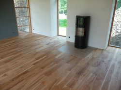 Jasanová podlaha v ložnici