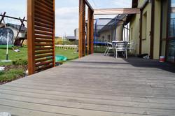 Pergola na terase z thermowoodu