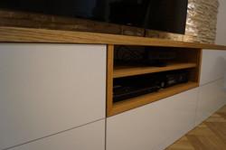 Detail tv stolek dub