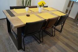 Dubový jídelní stůl NEXT Kolín