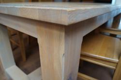 Masivní dubový stůl03