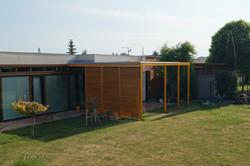 Moderní pergola v zahradě