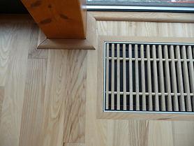 Detail ukončení podlahy u konvektoru