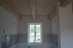Dřevěný strop v kuchyni
