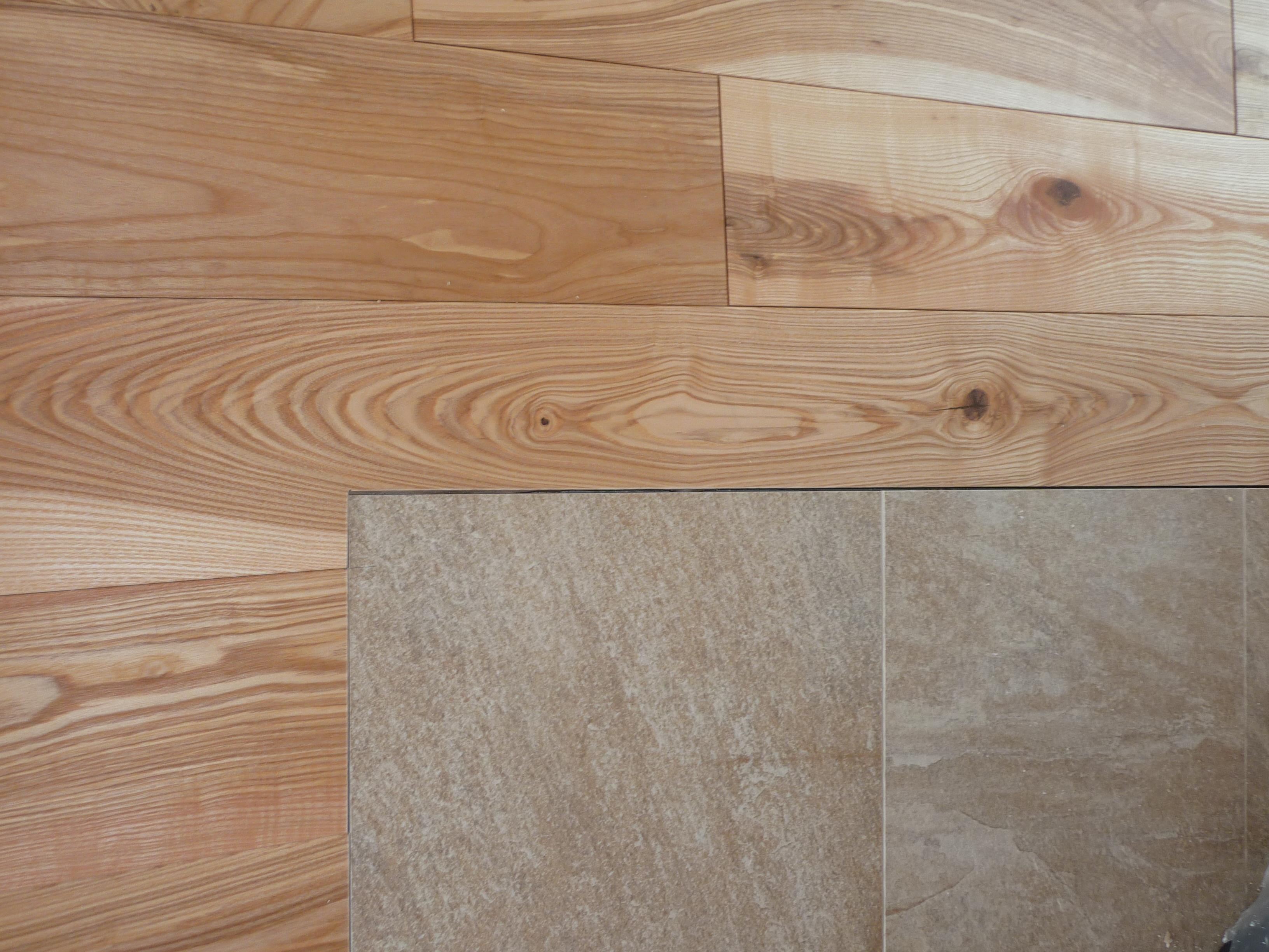 Detail ukončení dlažby _ dřevěná podlaha