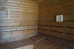 Interiér venkovní sauny - kompletní obložení tj. strop, stěny i podlaha z thermowoodu Finské borovic