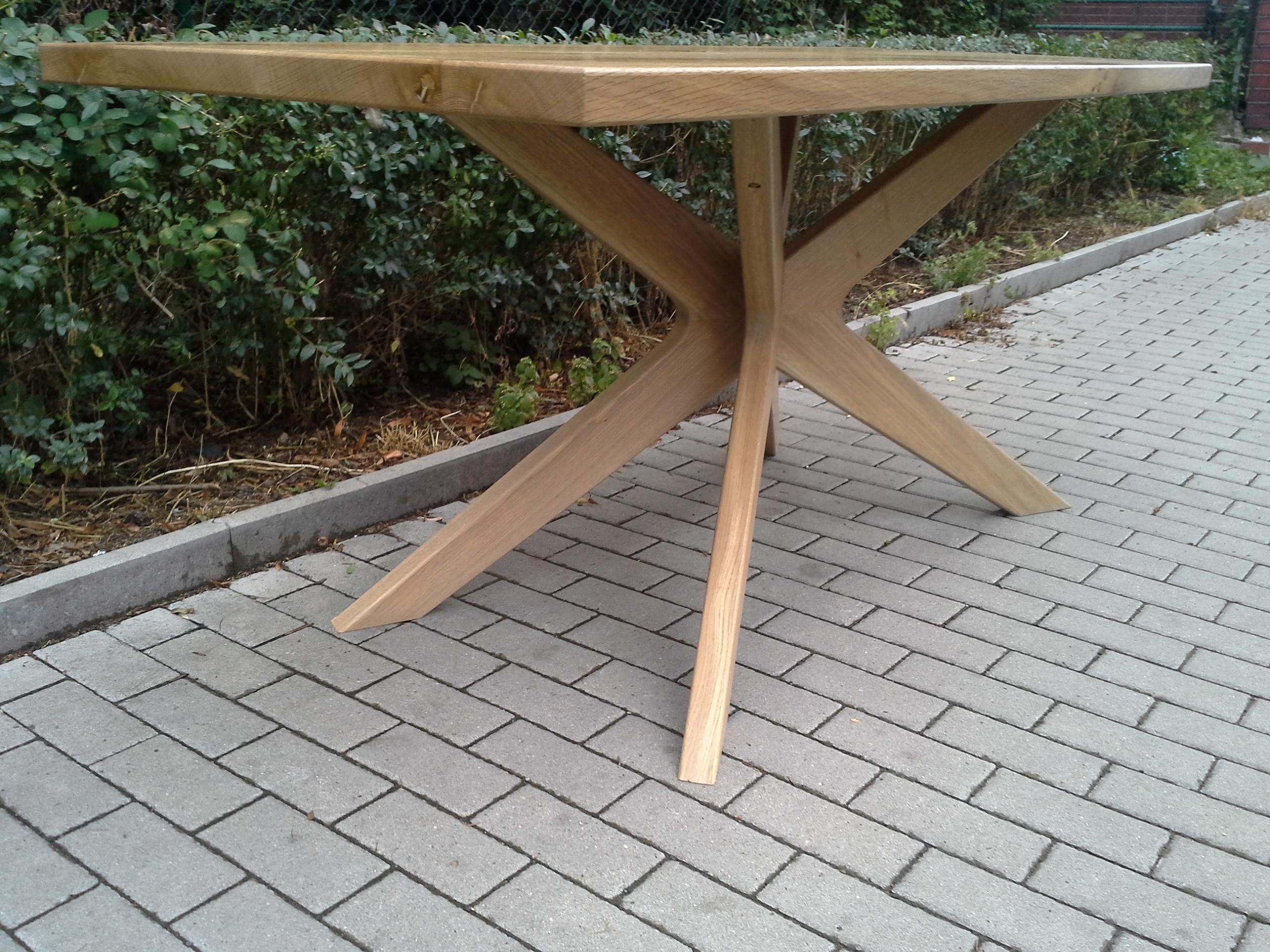 Konstrukční spoj stolových nohou