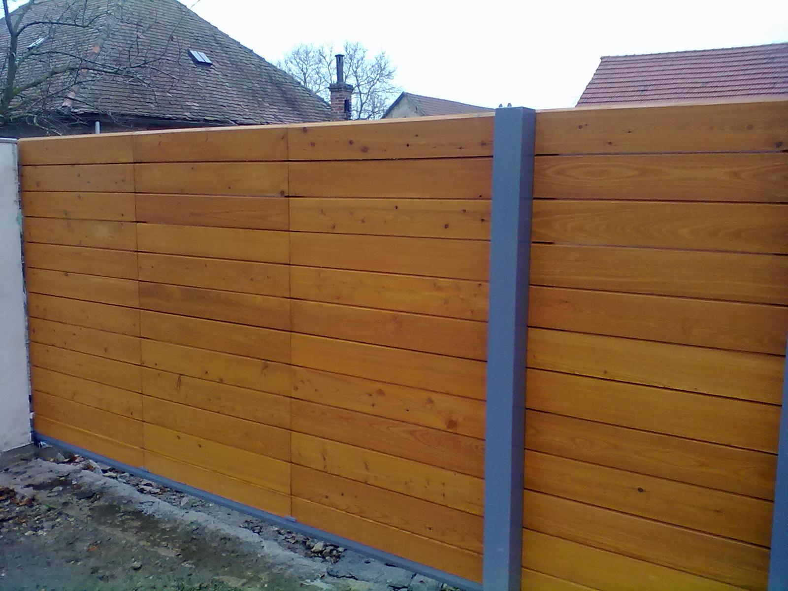 Dřevěná vrata  Modřín Kolín