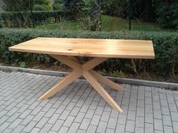 Dubový stůl na míru