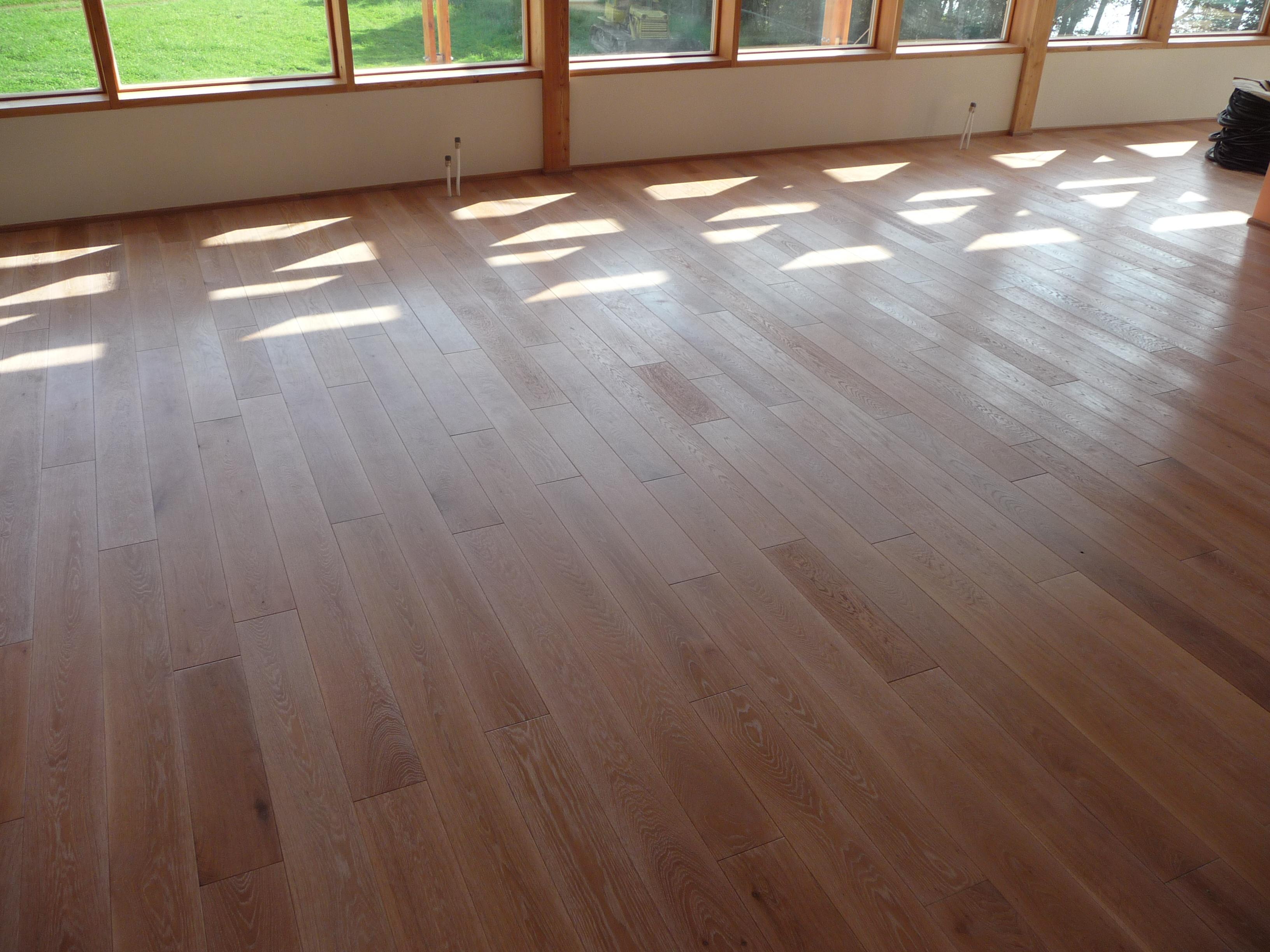 Kartáčovaná podlaha dub bílý olej