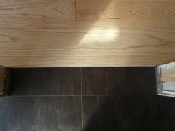 Přechod dlažba - dřevěná podlaha bez přechodové lišty