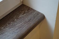 Zakouřený dřevěný parapet