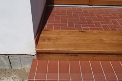 Dřevěné obložení betonových schodů