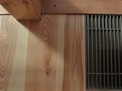 Přechod masivní podlaha - kryt konvektoru