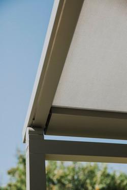 Hliníková pergola s pohyblivou střechou Králův Dvůr Na Výsluní