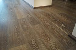 Zakouřená dubová podlaha detail