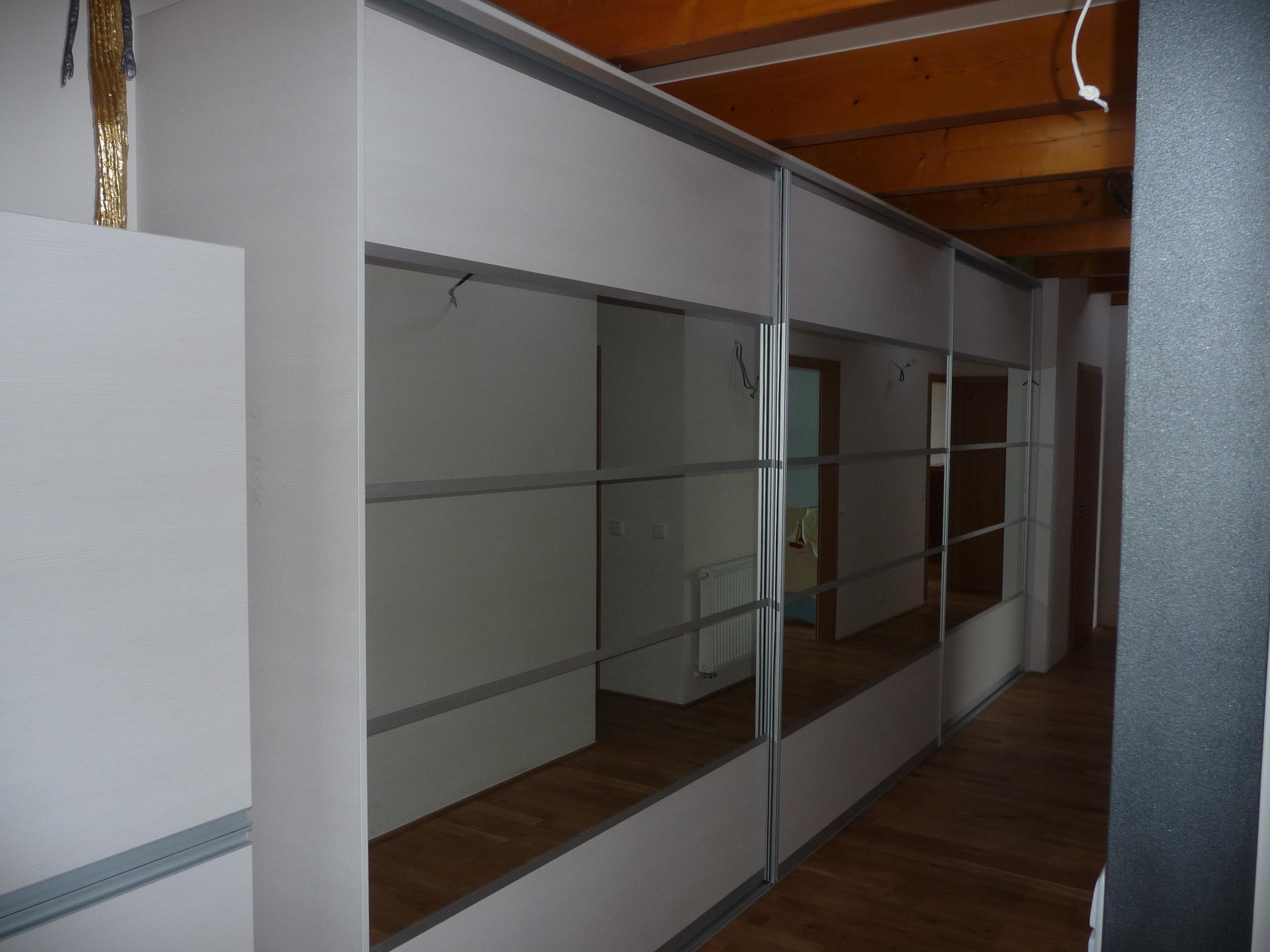Vestavěná skřín zrcadlo Nymburk