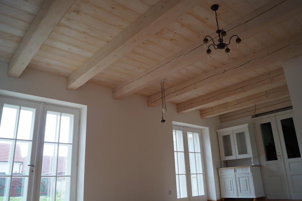 Trámový dřevěný strop