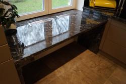 Kuchyňská deska černý kámen lesk
