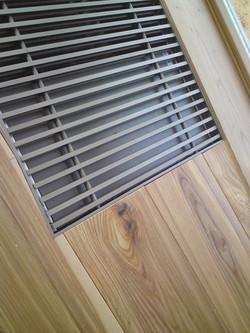 Dřevěná podlaha  x konvektor