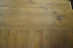 Napojení dubových schodů na podlahu