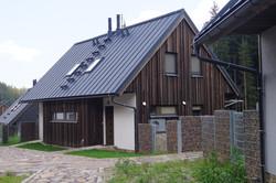 Nátěr dřevěné modřínové fasády zelenou skalicí