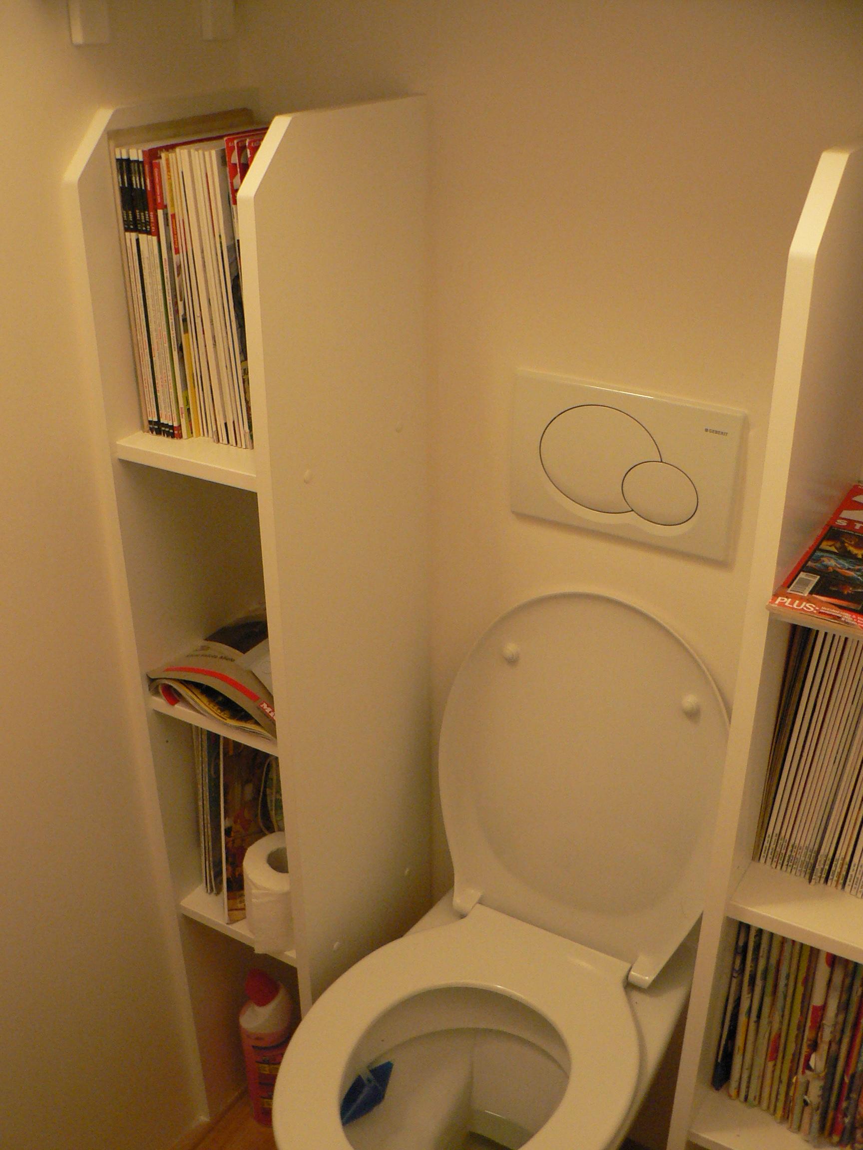 Vestavěná skříň na záchodě