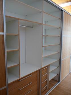 Vnitřní členění vestavěné skříně