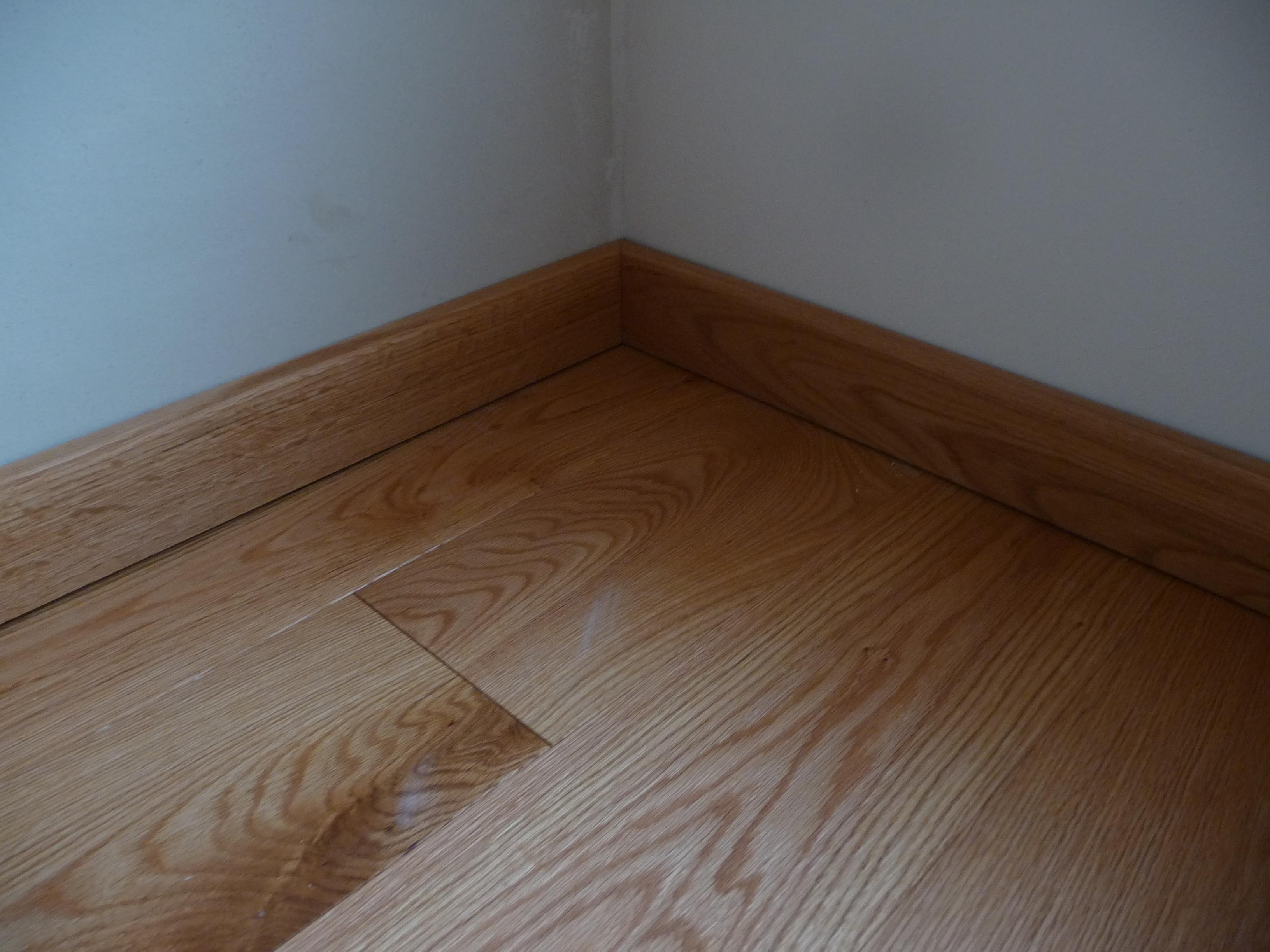 Červený dub detail lištování podlahy