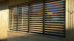 Otočné dřevěné zastínění cedr