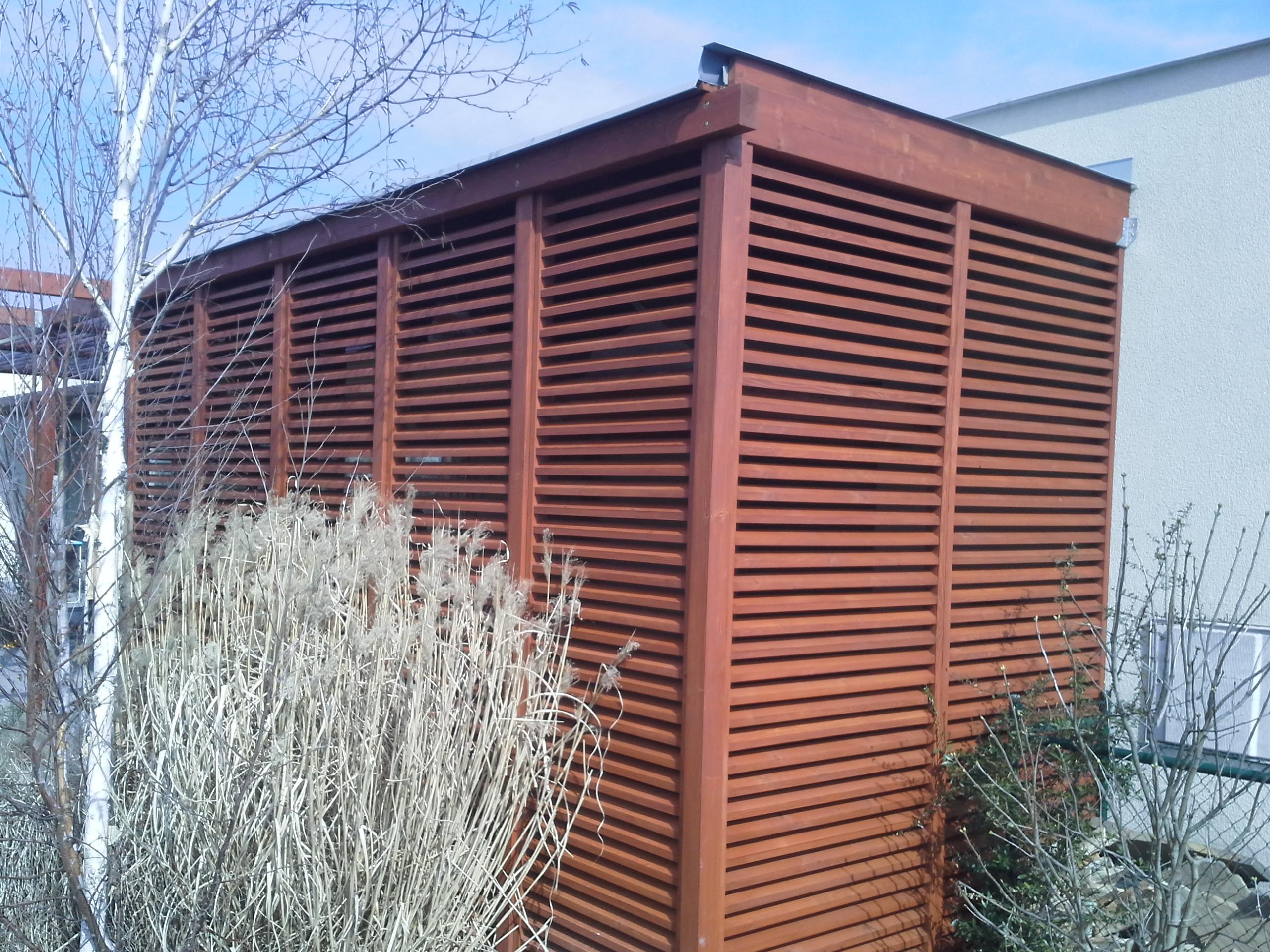 Dřevěný domek na zahradní nářadí