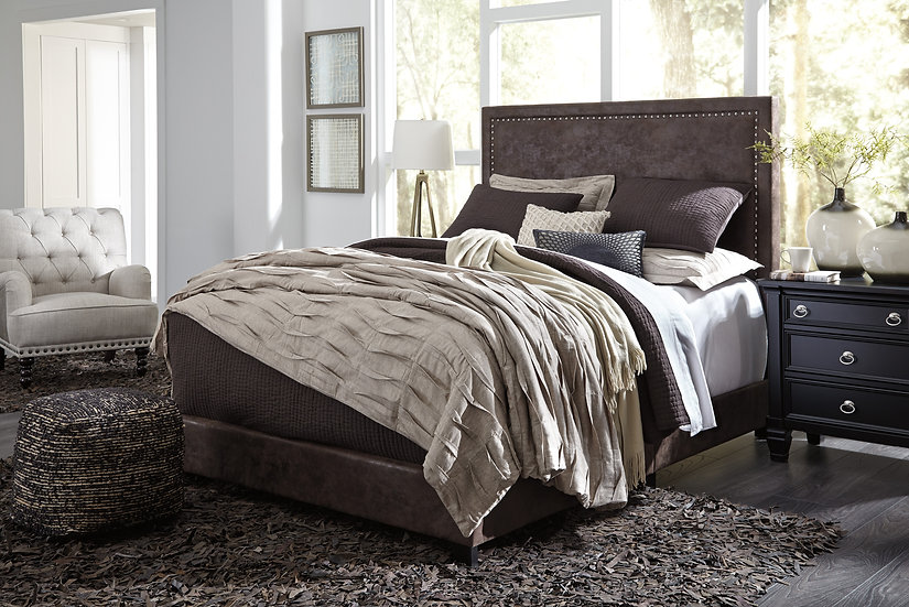 Dolante Upholstered Bed Collection