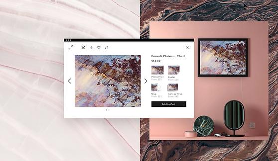 Bild hinten rechts: Hellrosa Dekorationen mit Kunst in einem Rahmen an der Wand. Vorderseite, mittleres Bild: Online Art Store mit Kunstwerken und Optionen zum Kauf von Drucken und digitalen Waren