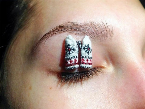 Alice%20with%20mittens%20on%20eyelid_edi
