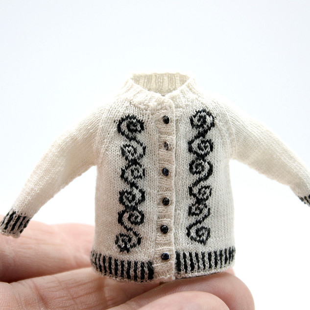Celtic Cardigan, White version (front view)