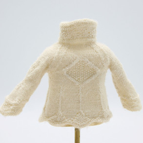 Queen Elizabeth, Wool (back view)